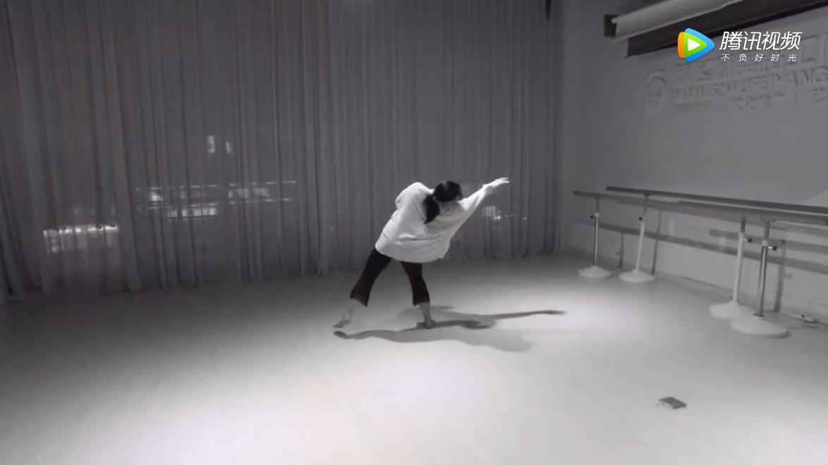 《烟台舞飞扬舞蹈》成人零基础 现代舞 (体面)